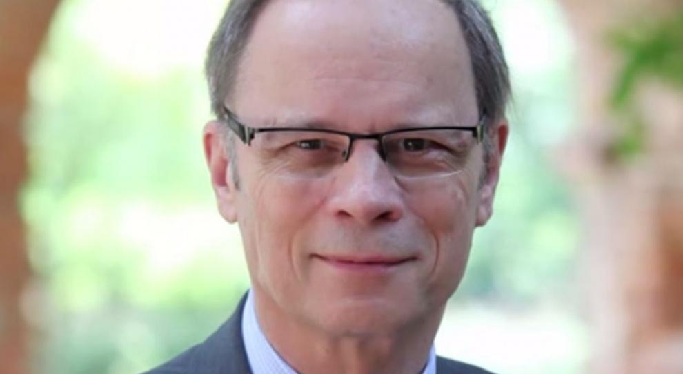 Laureat ekonomicznego Nobla: Zwalniające pracowników firmy powinny zostać obciążone podatkiem