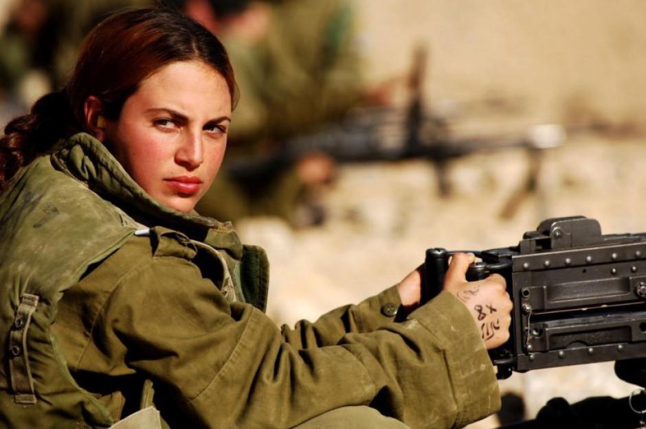 Kobiety obowiązkowo pójdą do wojska. Pierwsze pobory w 2016 r.