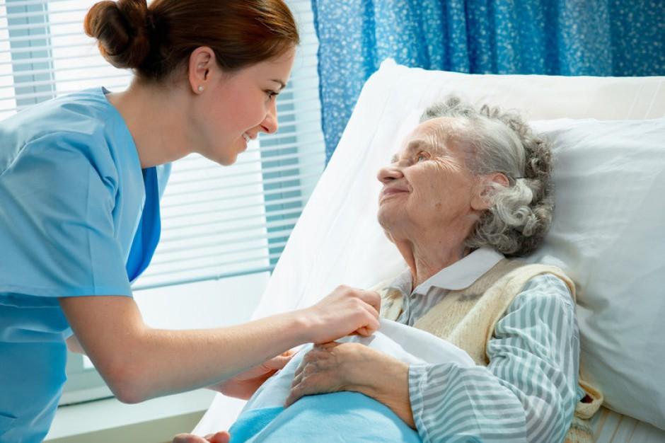 Pielęgniarki żądają podwyżek, więc ujawniono ich zarobki