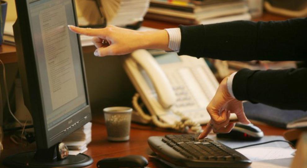 Przekręt w ministerstwie administracji i cyfryzacji. Najpierw praca, potem konkurs