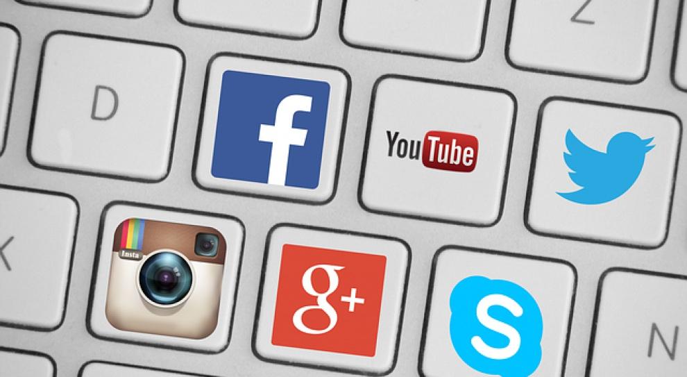 Użytkownicy Facebooka i Twittera na celowniku rekruterów. Kto ich śledzi najczęściej i co sprawdza?