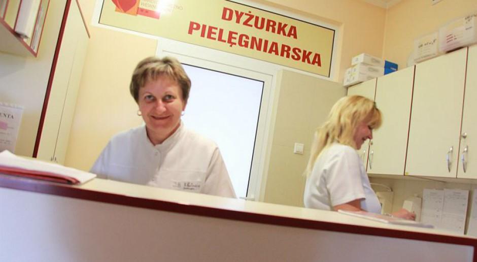 Pielęgniarki i położne manifestują w Gdańsku. Chcą wyższych pensji i zwiększenia liczby personelu