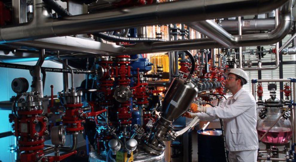 Wielkie koncerny chemiczne redukują 1,5 tys. miejsc pracy