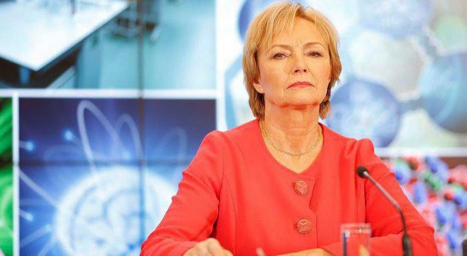 Lena Kolarska-Bobińska: Mężczyźni sięgają po władzę, kobiety stoją z boku