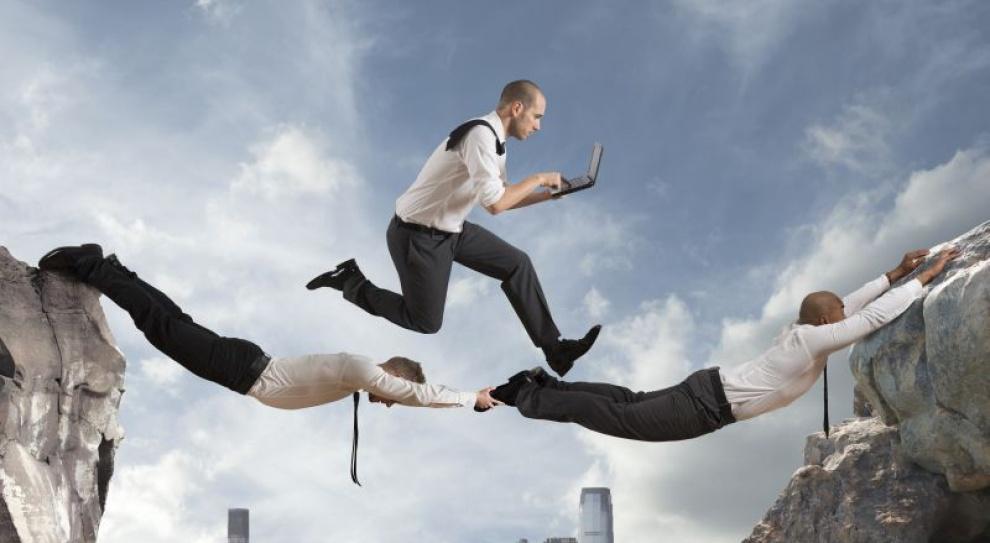 Zaangażowani pracownicy to siła małych firm. O ile nie przejmie ich korporacja
