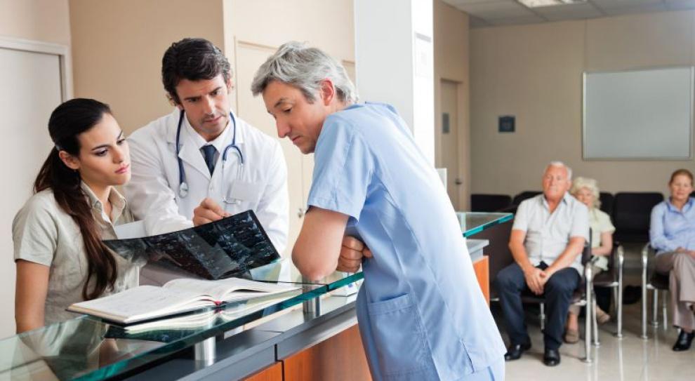 Opieka długoterminowa: Lekarze bez specjalizacji uzupełnia braki kadrowe