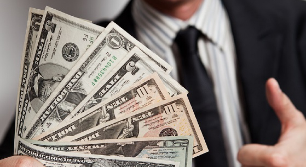 Administracja samorządowa: zarobki, zwolnienia i struktura zatrudnienia