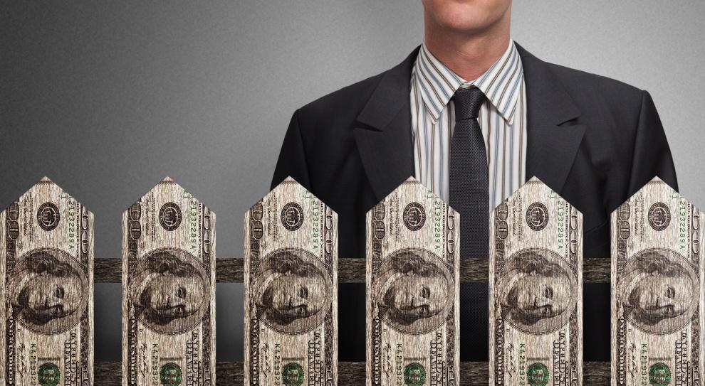 Płace 2015. Zarobki w samorządach