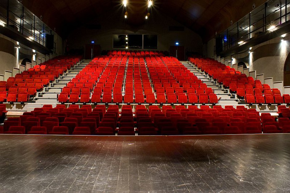 Niskie wynagrodzenia i mobbing powodem konfliktu w Teatrze Wielkim