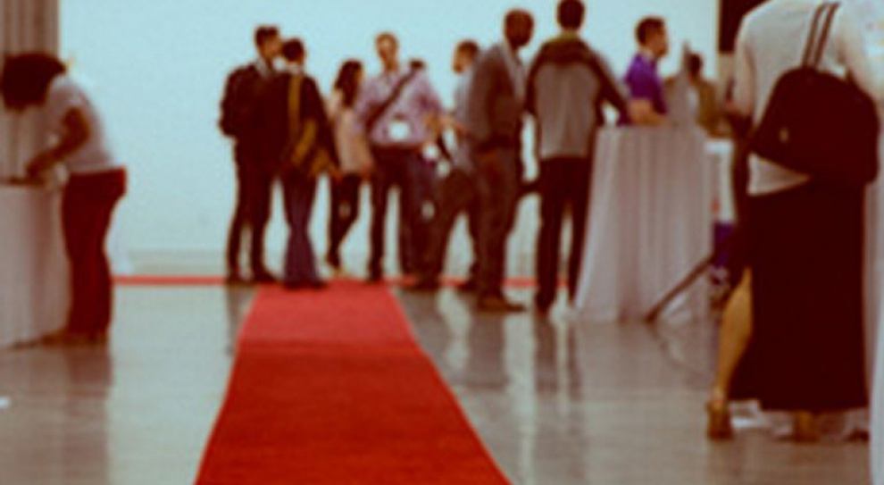 Microsoft, IBM i Optima rozwijają czerwony dywan przed pracownikami
