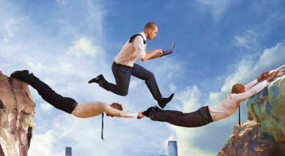 Jak uchronić się przed zwolnieniem? Angażować się