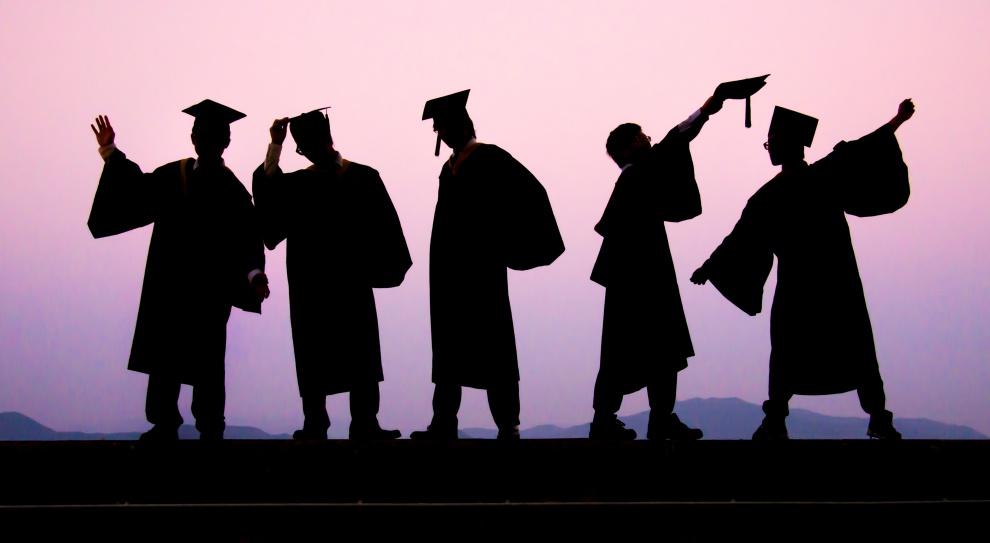 """Opłaca się być magistrem inżynierem. Zarabia prawie o 30 proc. więcej niż """"zwykły"""" magister"""