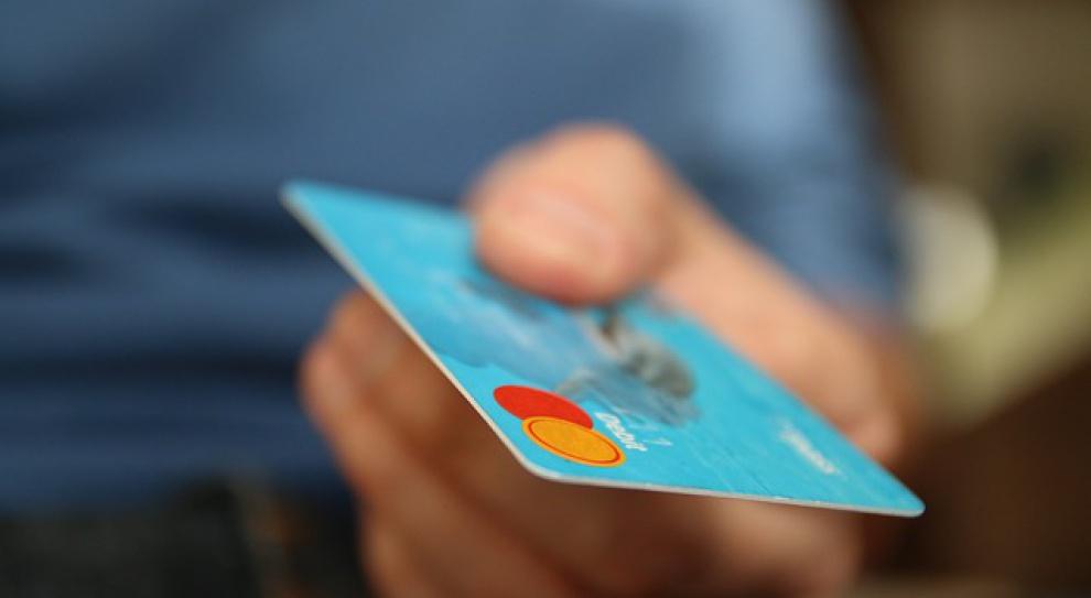 Politycy mogą do woli korzystać ze służbowych kart płatniczych