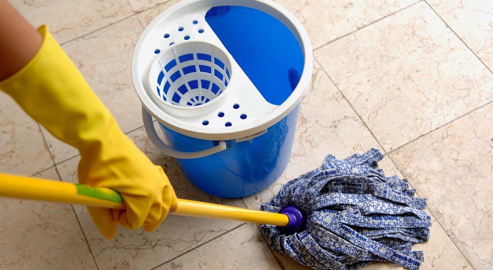 Ile zarabia ochroniarz i sprzątacz, a ile portier?