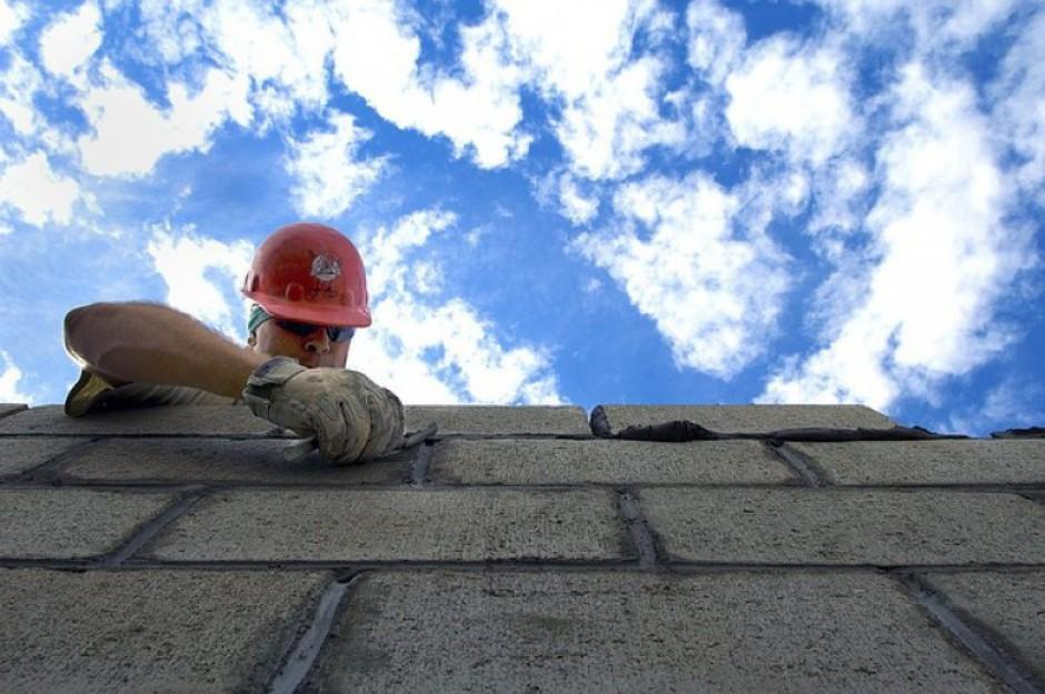 Sektor budowlany zatrudnia. Kto ma szansę na pracę?