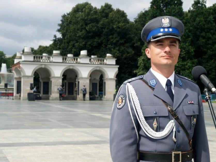 MSW: Policjanci najczęściej sięgają po broń i paralizatory