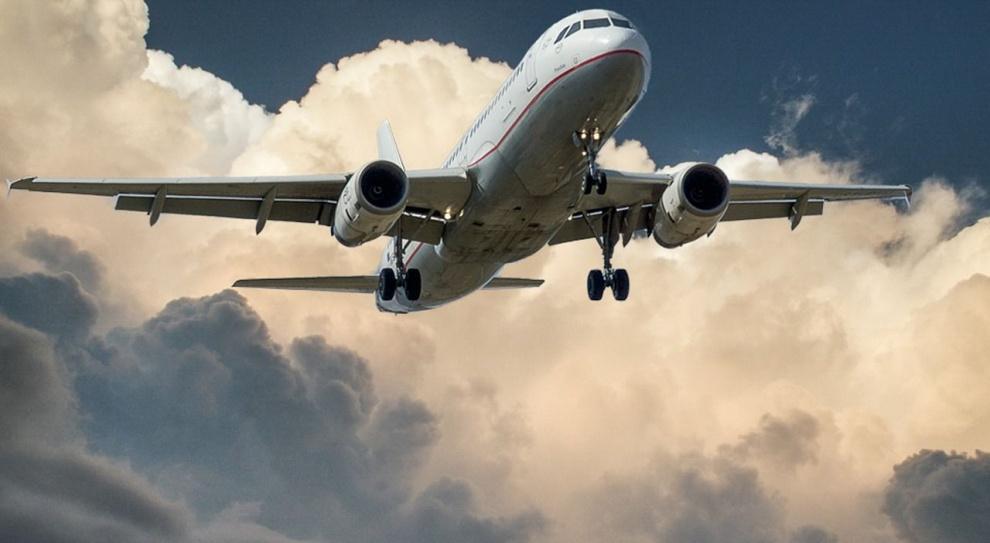 Nowe zasady: W kokpicie samolotów pasażerskich muszą być dwie przeszkolone osoby