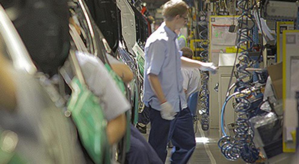Fabryka Opla Espana w Saragossie wymienia pracowników na młodszych