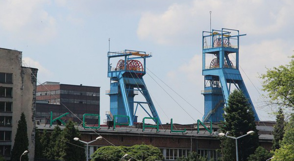 Do pracy górnicy w KWK Mysłowice-Wesoła docierają na... leżąco