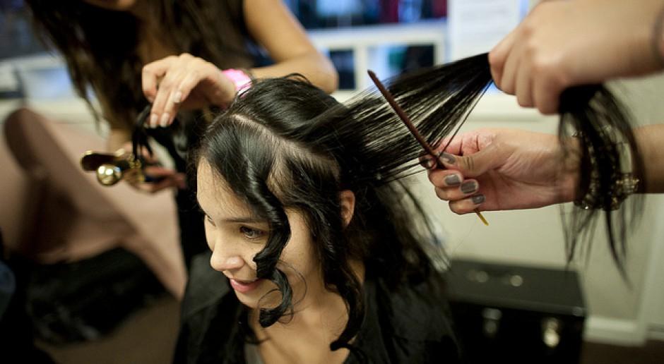 Otwarto pierwszy w Polsce zakład fryzjerski dla bezdomnych, ubogich i potrzebujących