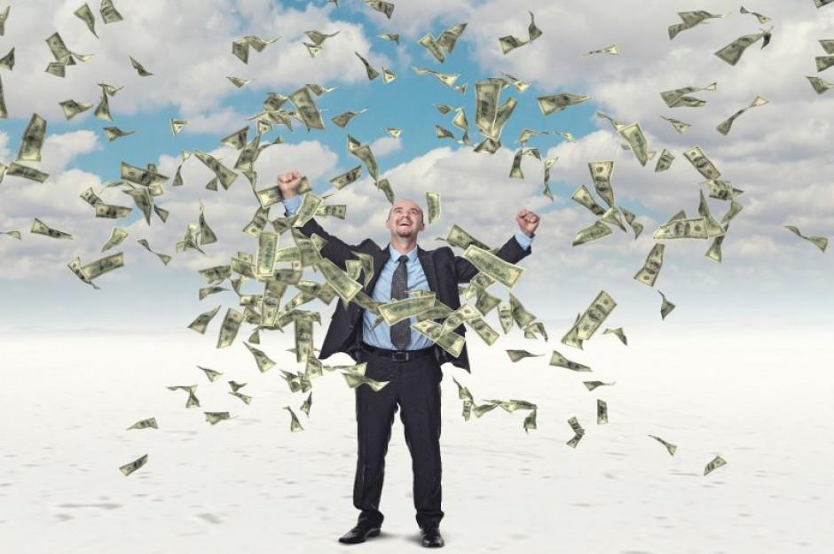 Dyrektorzy z branży ubezpieczeniowej zarabiają pięć razy więcej niż szeregowi pracownicy