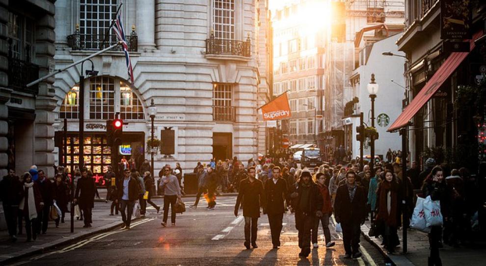 Polacy emigrują bo nie chcą pracować za grosze. Ile zarobią za granicą?