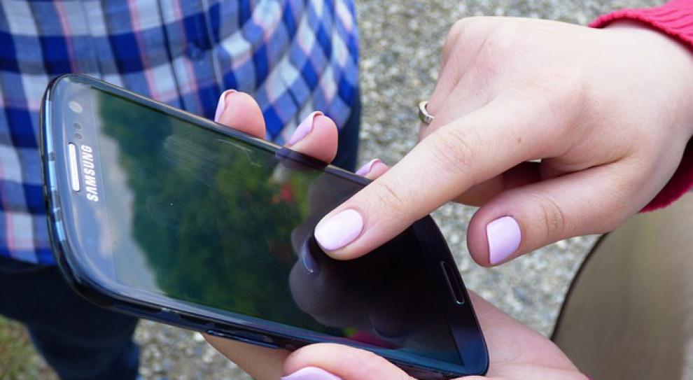 Messenger i WhatsApp już tak popularne jak media społecznościowe