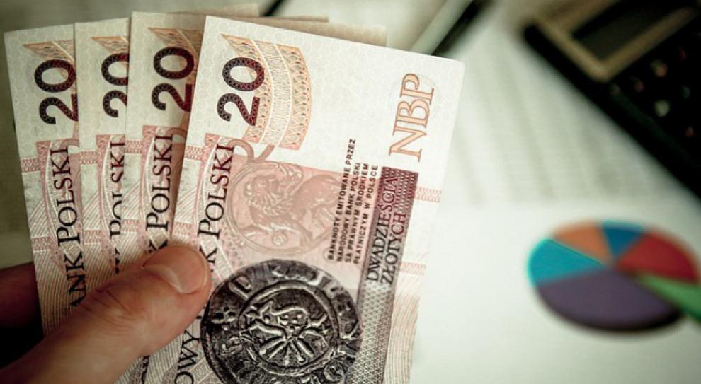 GUS: W marcu wynagrodzenia poszły w górę. O 4,9 proc.