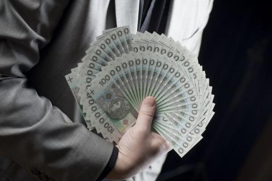Spada popularność płacy minimalnej