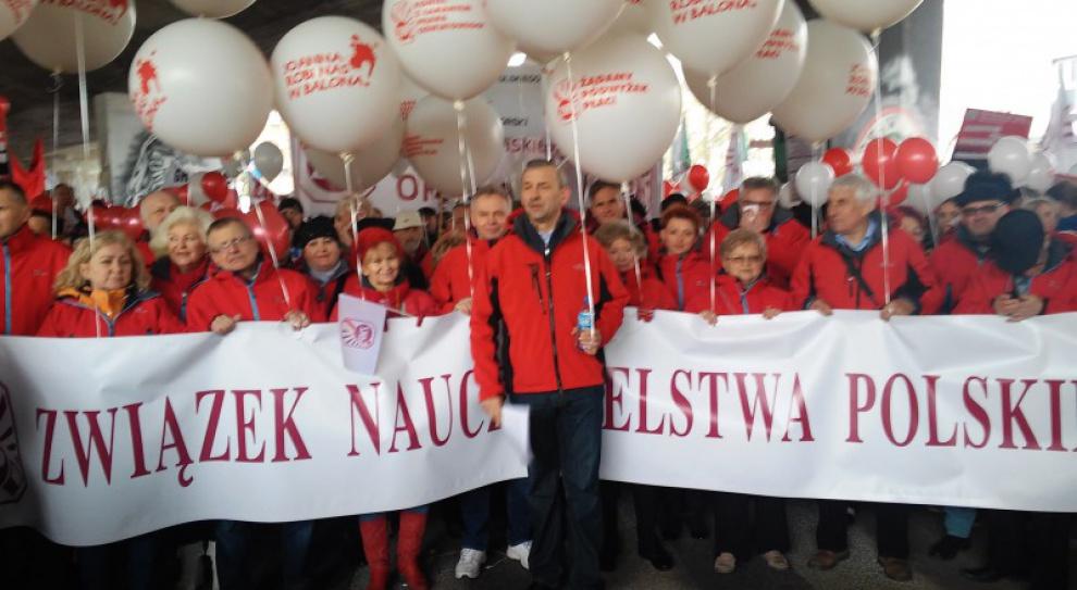 Manifestacja nauczycieli, ZNP: Domagamy się poszanowania naszych praw i naszego dorobku zawodowego