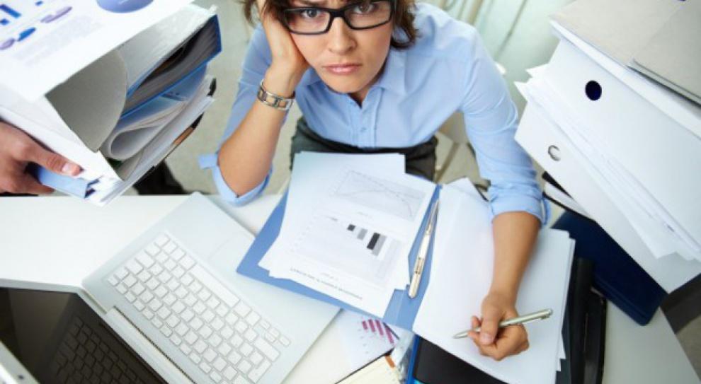 OECD: Polacy więcej pracują, ale mniej zarabiają