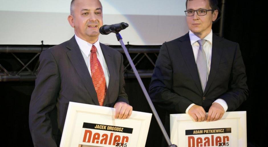 """Adam Pietkiewicz i Jacek Drogosz, prezesi Holdingu 1 i założyciele PGD zodbyli nagrodę """"Dealer 25-lecia"""""""