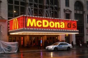McDonald`s zwiększa zatrudnienie. Oferuje pracę młodym