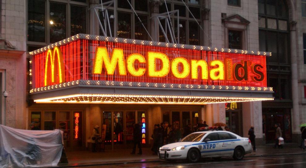 Wakacyjna praca w McDonald`s. Firma kusi umową o pracę i atrakcyjnymi stawkami