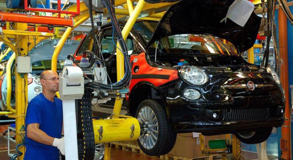Produceni samochodów chcą zatrudniać. A o pracowników trudno