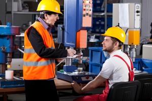 Firmy walczą z deficytem wykwalifikowanych pracowników