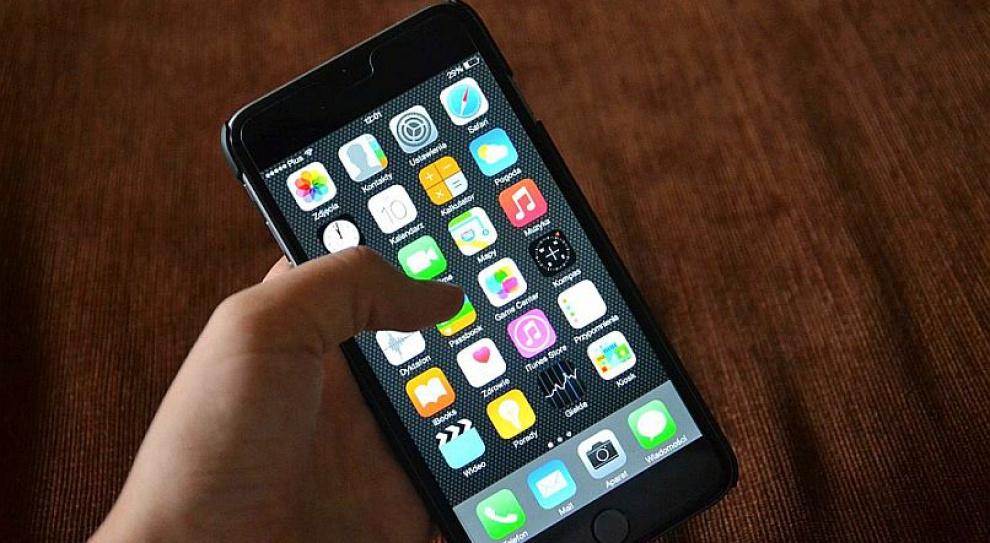 Pracodawca może kontrolować telefon służbowy pracownika