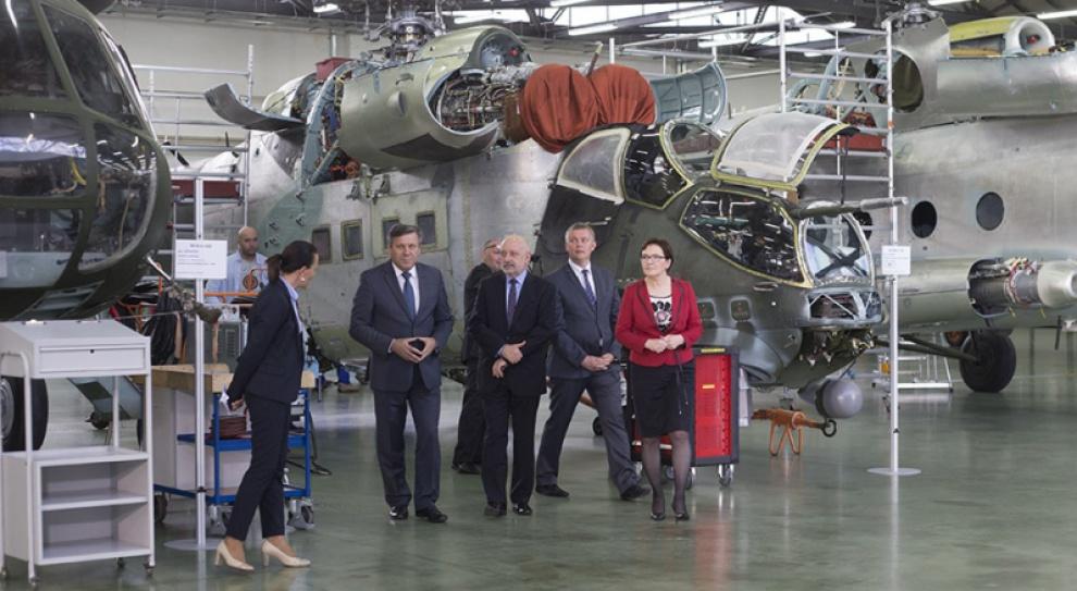 Kopacz w Wojskowych Zakładach Lotniczych: Zakup śmigłowców da pracę