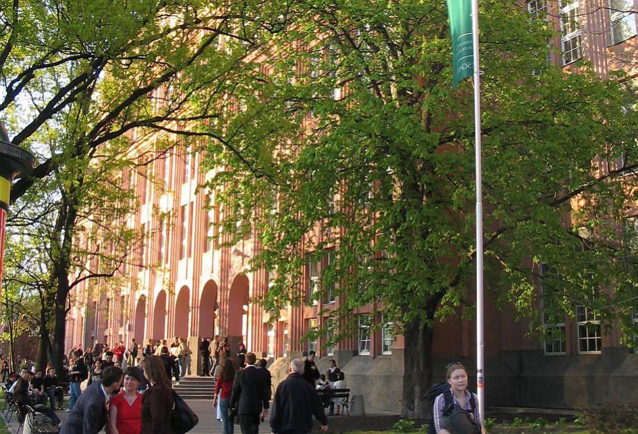 SGH jako pierwsza uczelnia w Polsce wprowadziła system EZD