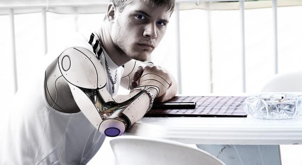 Zamiast dwóch pracowników - jeden robot. Taka czeka nas przyszłość?