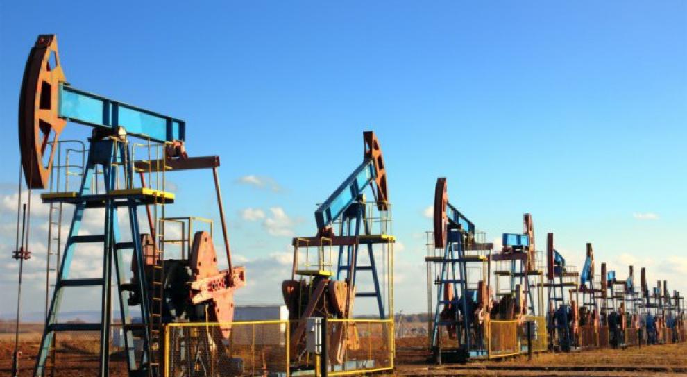 W 2015 r. w sektorze ropy i gazu zwolniono prawie 200 tys. osób