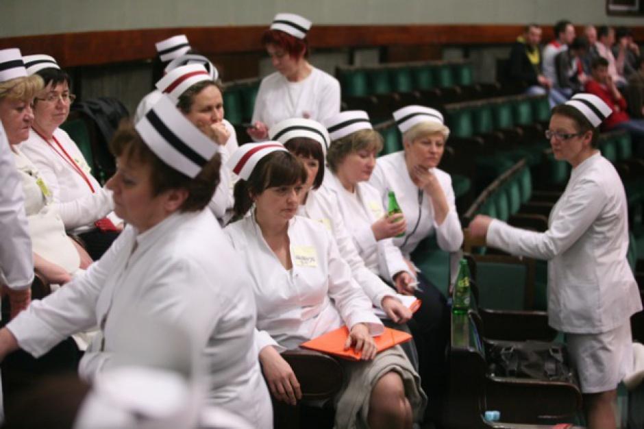 Arcybiskup upomina się o godne warunki pracy i płacy dla pielęgniarek