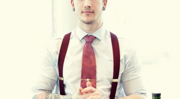Firmy chcą mieć u siebie indywidualistów. Ale czy akceptują tatuaże, kolczyki i ekstrawagancki kolor włosów?
