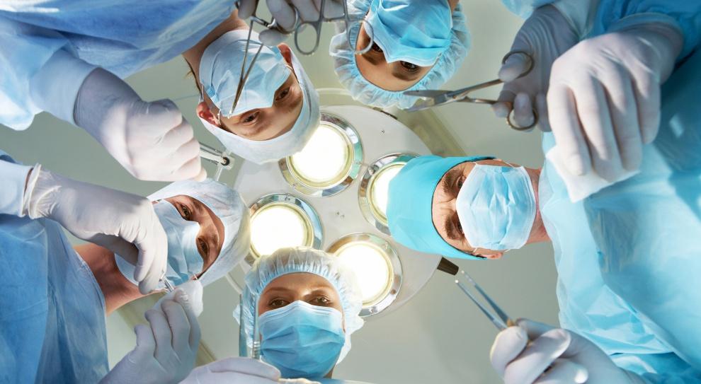 Zembala: Maleje liczba chirurgów. Trzeba uczynić profesję atrakcyjniejszą dla studentów