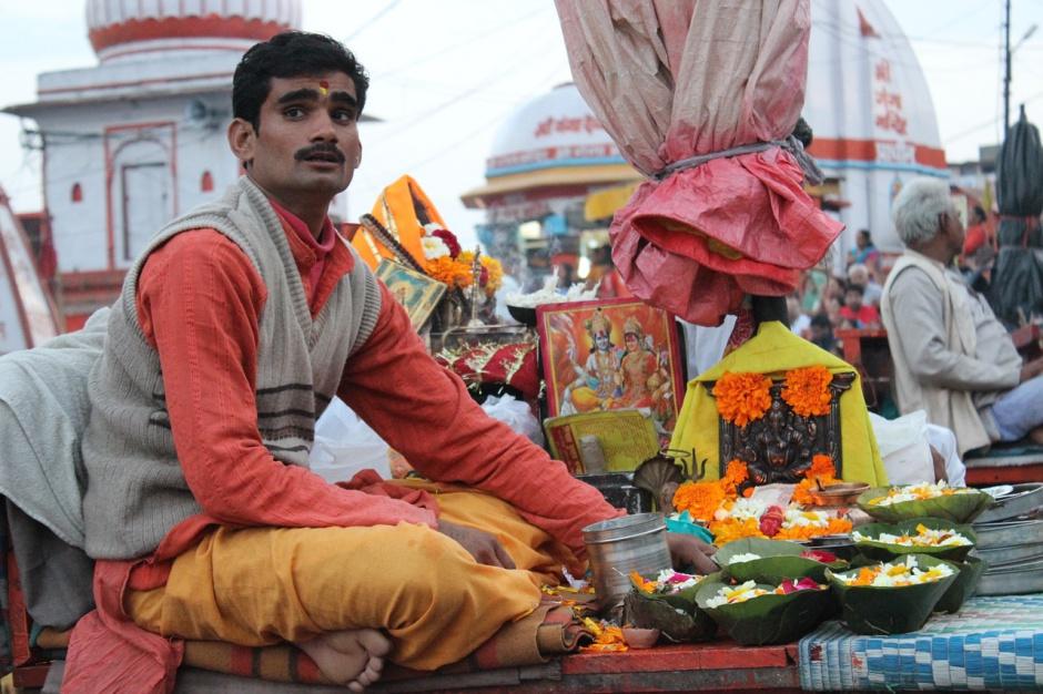 Polak planował przyjąć do pracy 200 Hindusów, ale spotkał się z falą hejtów