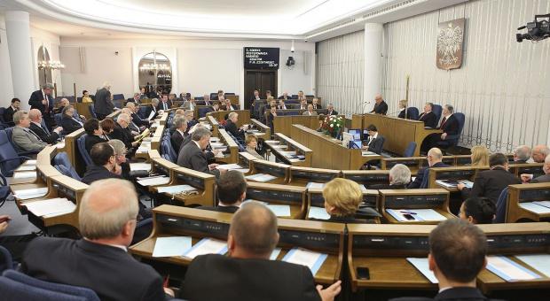 Senatorowie krytycznie o ustanowieniu 12 listopada br. dniem wolnym od pracy