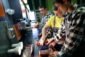Ponad 200 absolwentów klas patronackich dostało pracę w Volkswagenie