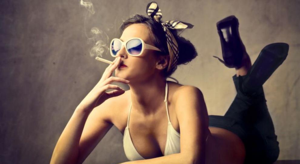 Jedna trzecia płacy minimalnej palaczy idzie z dymem