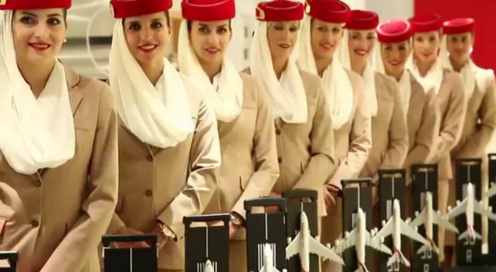 Linie Emirates rekrutują stewardessy i stewardów