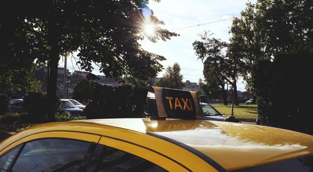 Dzień Taksówkarza: Ma na imię Piotr, jeździ srebrnym Fordem